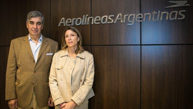 Dell'Acqua y Costantini, ayer, en las oficinas de Aerolíneas Argentinas, en Aeroparque