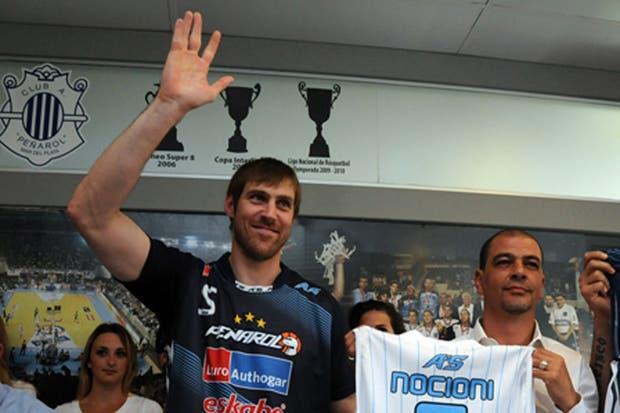 Nocioni, junto a Hernández, en su presentación oficial en el Milrayitas / Infoliga.com
