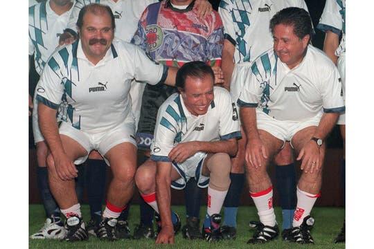 mayo de 1997. Granados, Menem y Duhalde, en ropa deportiva, en la quinta de Hugo Toledo, entonces ministro de Obras Públicas bonaerense. Foto: Archivo