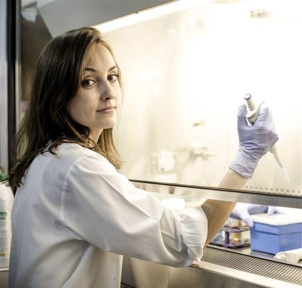 Julia Etulain es doctora en biología