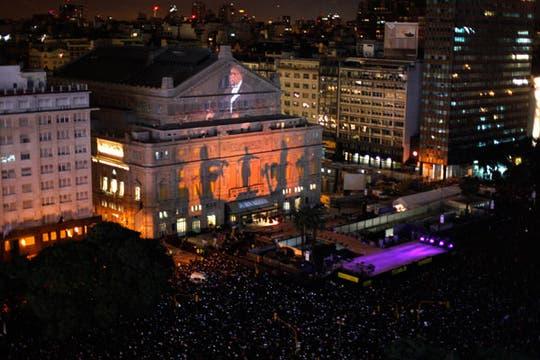Una vista aérea del espectáculo que se realizó en el frente del Teatro Colón. Foto: Reuters