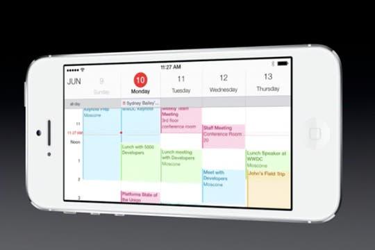 Una recorrida por las diversas pantallas de la renovada interfaz de iOS 7 presentada por Apple en su conferencia WWDC. Foto: Gentileza The Verge