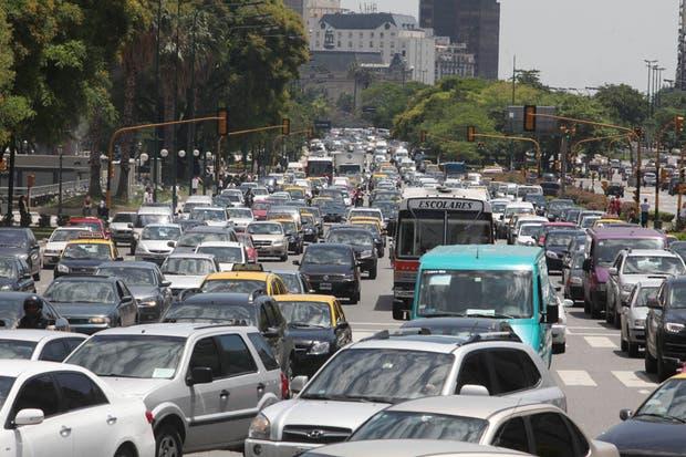 Compartir el auto permite reducir la cantidad de vehículos que transitan por la ciudad