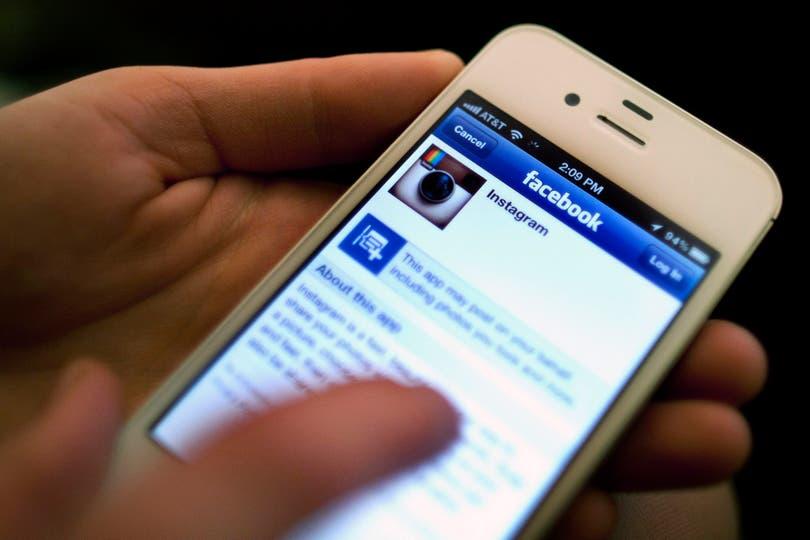 Los primeros empleados de Google y Facebook buscan darle una nueva mirada a las tecnologías que crearon para combatir la adicción a los servicios on line