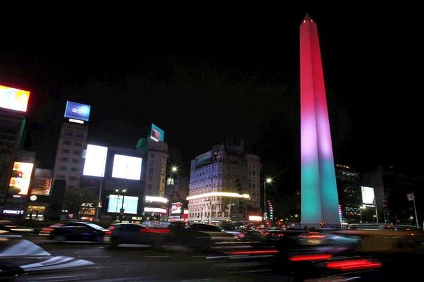 El Obelisco se iluminó con los colores de México
