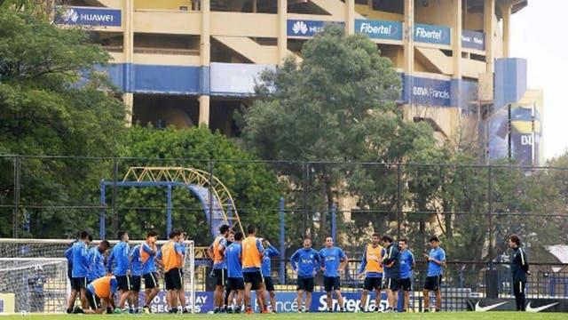 Una escena del entrenamiento de Boca, que el domingo visita a Atlético de Rafaela
