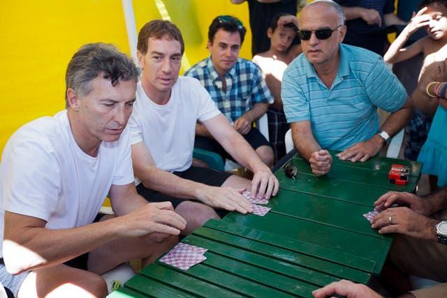 El jefe de gobierno porteño perdió la partida de truco que jugó contra varias figuras de Pro en Pinamar