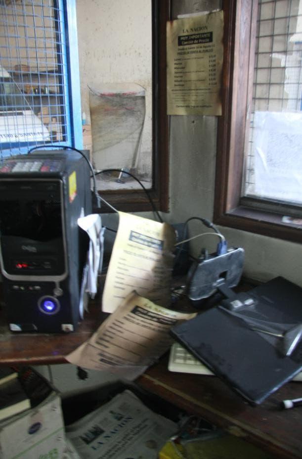 Estado en el que quedaron las oficinas de la distribuidora atacada