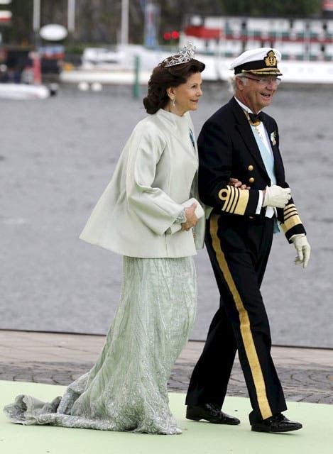La reina Silvia fue una de las más elegantes con un precioso y elaborado diseño de organza de color jade con cristales Swarovski.. Foto: /AP y Getty