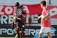 Patronato goleó a Sportivo Belgrano y sigue como único líder