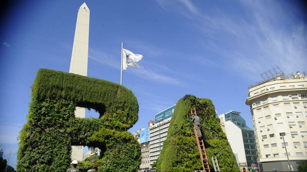 El jardín vertical que se eleva junto al Obelisco