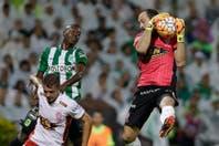 Huracán se despidió de la Copa con una derrota por 4-2 ante Atlético Nacional, en una noche que terminó en escándalo