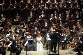 """Vista general del escenario con todos los protagonistas de la """"Misa Solemne"""", de Ludwig van Beethoven"""