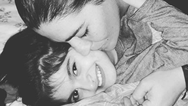 Abril y su mamá, Carola