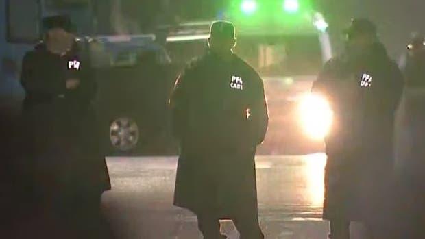 Oficiales de la Policía de la Ciudad continúan trabajando para conseguir la pronta liberación de dos rehenes