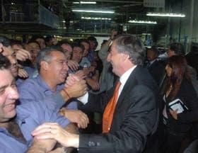 """En una visita que realizó ayer a la fábrica Volkswagen, Kirchner dijo que """"los trabajadores no son los que generan inflación"""""""
