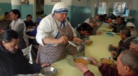 En el comedor de Béccar, a metros de la villa La Cava, las monjas sirvieron la comida el viernes último a 45 hombres