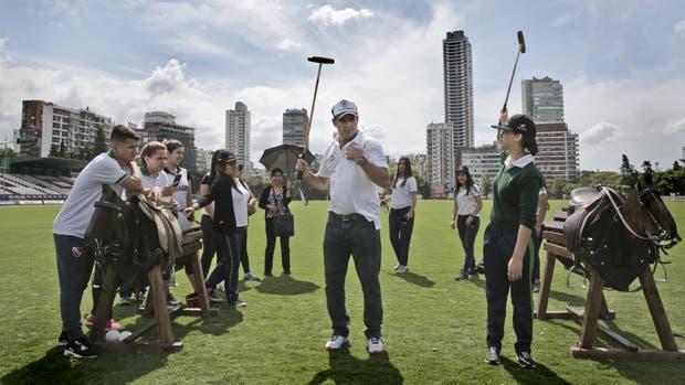 Actividades de jugadores de polo con chicos de la villa 31