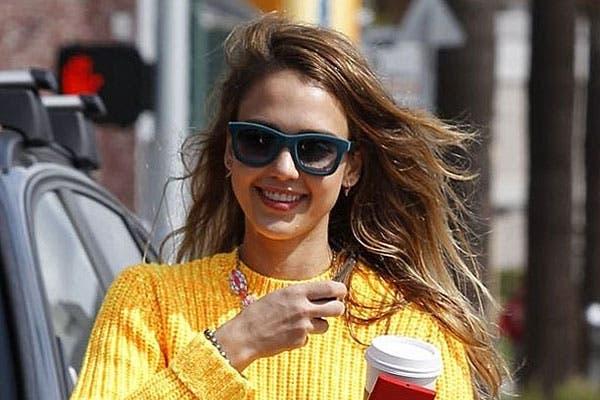 Pelo suelto, rebajado y algunos reflejos para Jessica Alba. Foto: Celebritieswonder.net