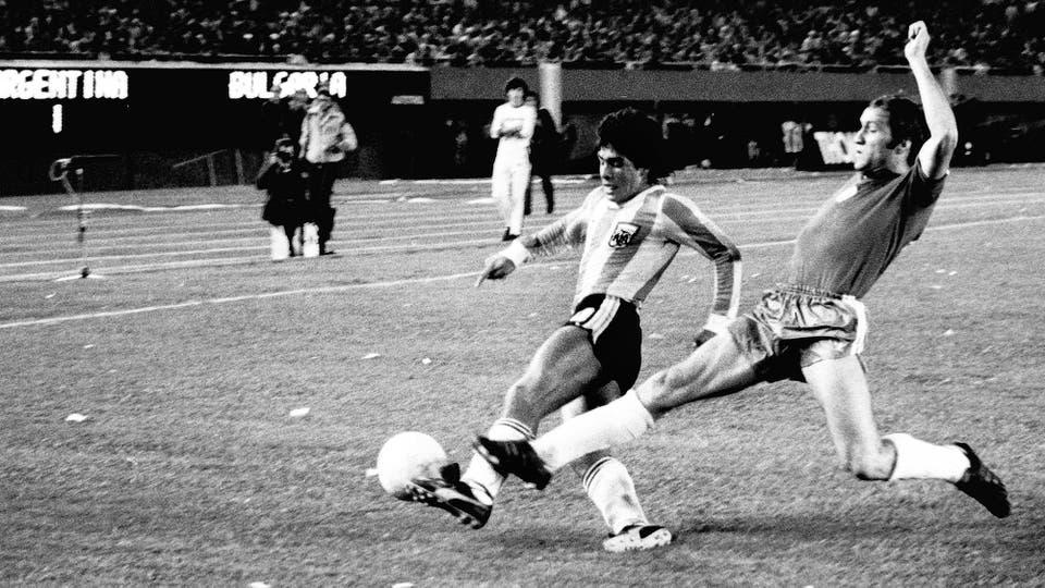 25-4-1979: su quinto partido con la selección, ante Bulgaria en el Monumental, y la Argentina ganó 2 a 1. Foto: LA NACION