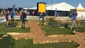 El mini-golf, una de las grandes atracciones para los espectadores en el British Open