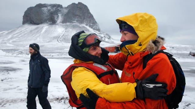 Despedida de dos miembro del equipo científico en el final de la Campaña Antartica. Foto: LA NACION / Fernando Gutierrez