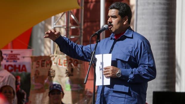 Maduro, en un discurso ante chavistas frente al palacio presidencial