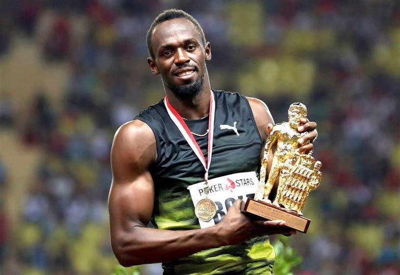 Bolt con su último trofeo de la Diamond League