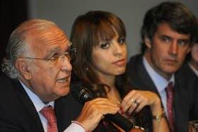 Ricardo Gil Lavedra, junto a Victoria Donda y Prat Gay, sus compañeros del frente Juntos