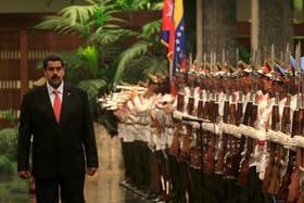 Mientras Venezuela se prepara para recontar los votos, Maduro se encuentra en Cuba con los Castro
