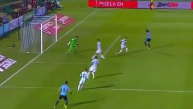 Casi gol en contra de Otamendi