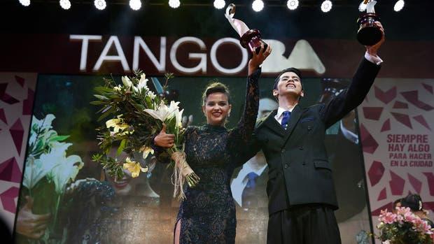 La pareja ganadora de la categoría Escenario en el Mundial de tango
