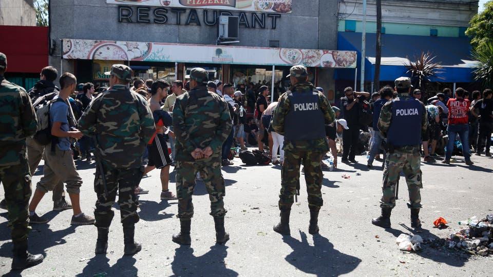 Hubo enfrentamientos con la policía. Foto: LA NACION / Mauro V. Rizzi / Enviado especial