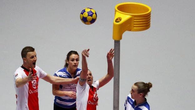 El korfball es una versión nórdica del baloncesto
