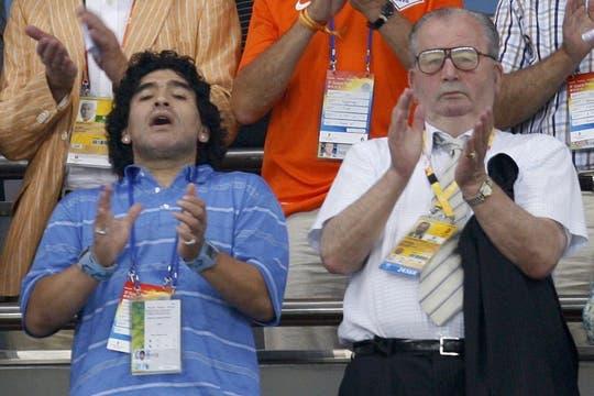 Julio junto a Maradona durante los juegos olímpicos de Pekín en agosto de 2008. Foto: Archivo