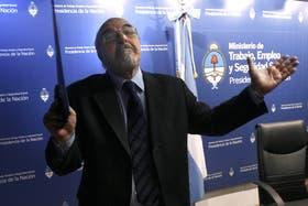Carlos Tomada recibirá hoy a los bancarios en la sede de Trabajo