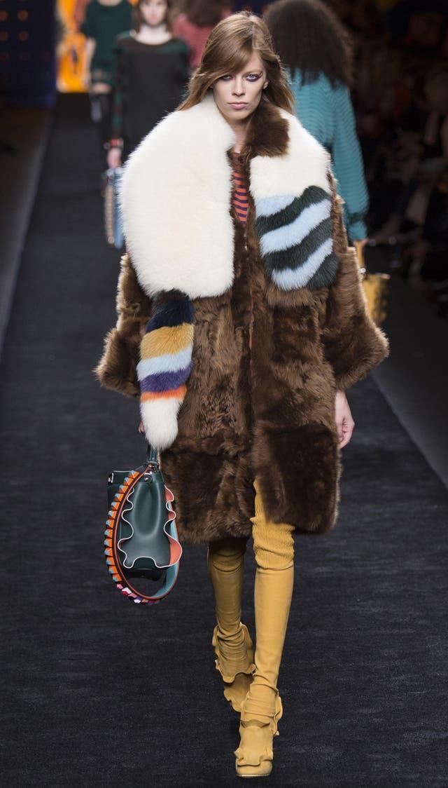 Abrigo de piel de animal de Fendi, temporada Invierno 2016