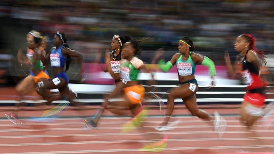 La atleta estadounidense Tori Bowie corre al oro en la final del 100m femenino. Foto: AFP