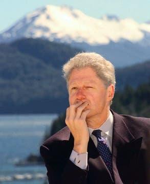 Clinton, en pleno disfruto del paisaje. Foto: AP