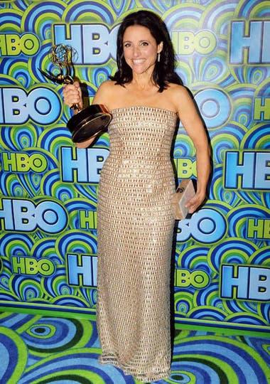 Julia Louis-Dreyfus, ganadora del Emmy a la mejor actriz de comedia, eligió un vestido completamente bordado de Monique Lhuiller. Foto: AP/EFE/Reuters