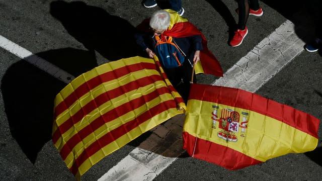 Una multitud marchó en Barcelona contra la independencia de Cataluña. Foto: AFP