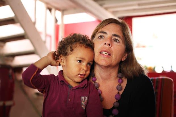 Angie Ferrazzini, junto a su hijo Moreno, que por ahora no tiene ninguna vacuna