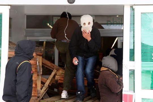 Imágenes de los saqueos al supermercado Chango Más de Bariloche. Foto: Captura TV / TN