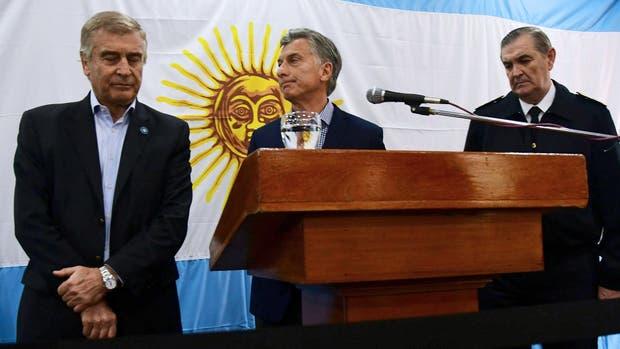 El Presidente habló escoltado por el ministro Aguad y Marcelo Srur, el jefe de la Armada