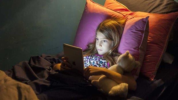 Luz puede usar la tablet antes de irse a dormir, pero con cautela