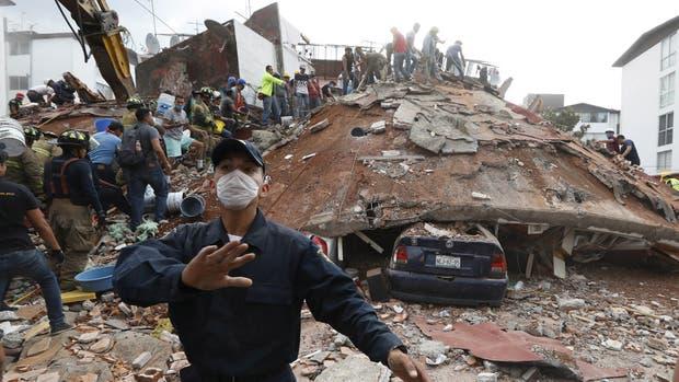Un fuerte sismo de 7,1° en la escala Richter estremeció a México