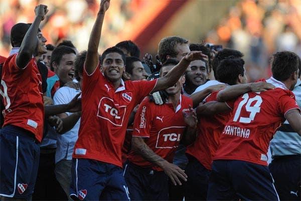 Gran victoria de Independiente en el clásico de Avellaneda.  Foto:FotoBAIRES