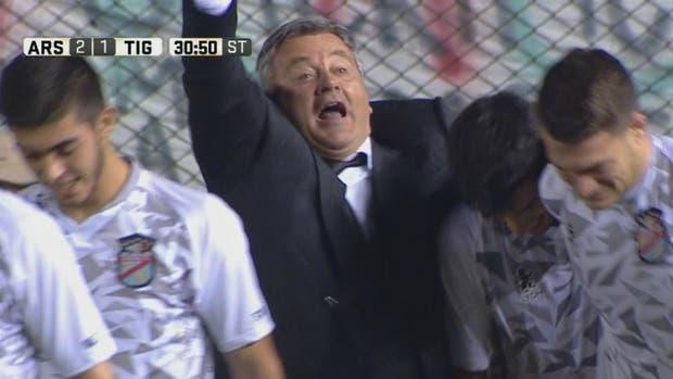 El festejo de Humberto Grondona tras el segundo gol de Arsenal