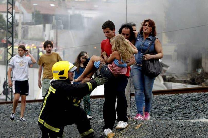 Vecinos escucharon un estruendo y fueron los primeros en acercarse. Foto: Gentileza La Voz de Galicia