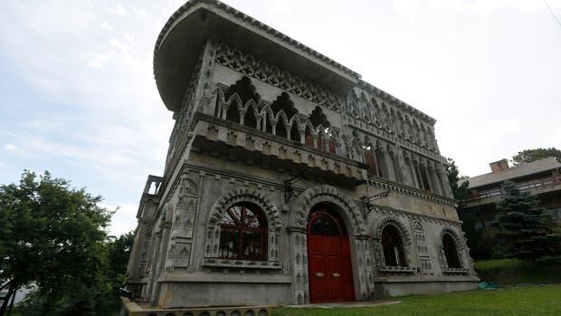Los secretos de un castillo situado a tres cuadras de la playa en Pinamar
